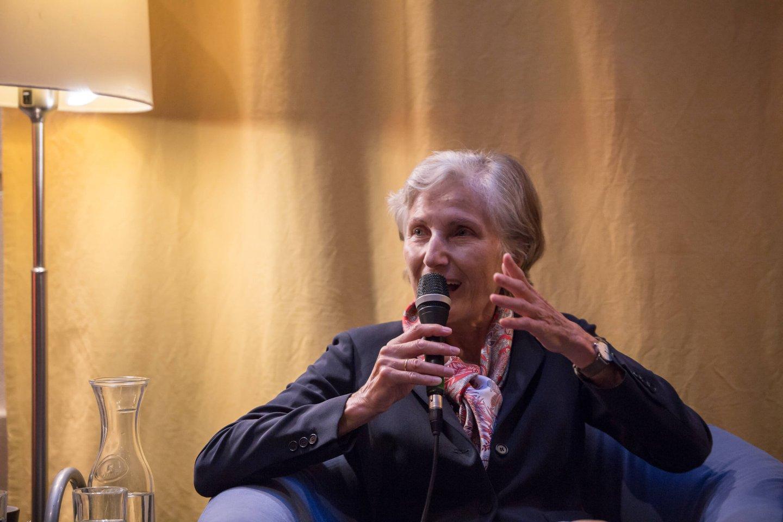 Irmgard Griss Podium TALK Figlhaus Wien Akademie für Dialog und Evangelisation Brückenbauer gesucht - in einem gespaltenen Land