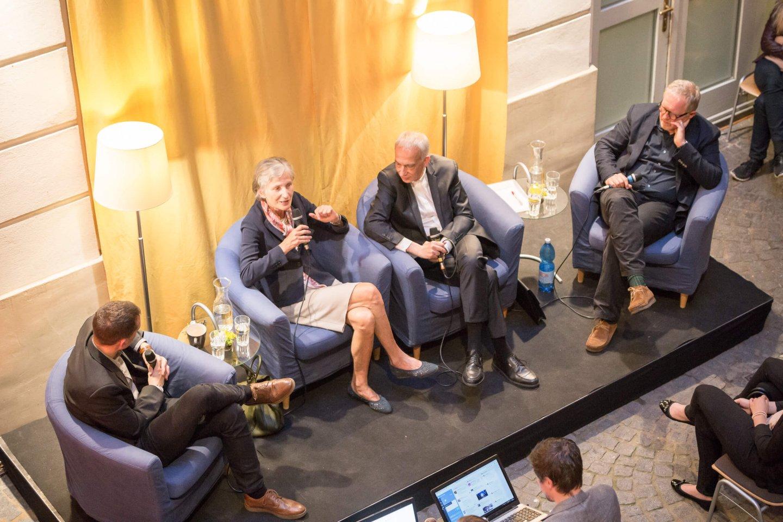 Michael Landau Irmgard Griss Harald Krassnitzer Podium TALK Figlhaus Wien Akademie für Dialog und Evangelisation BRÜCKENBAUER GESUCHT – in einem gespaltenen Land