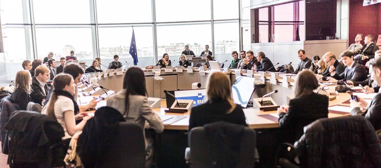 CIFE EU-Lehrgang Studienreise Brüssel Berlaymont EU-Kommission Müller Kabinett Dr. Hahn Studenten Gruppe Sitzungssaal