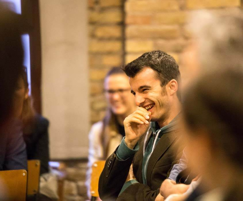CIFE EU-Lehrgang Vatikan Rom Studienreise Sant Egidio Student lacht