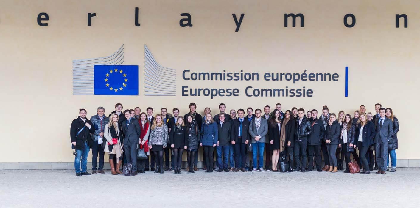 CIFE EU-Lehrgang Studienreise Berlaymont Gebäude Kommission Brüssel Gruppe StudentInnen