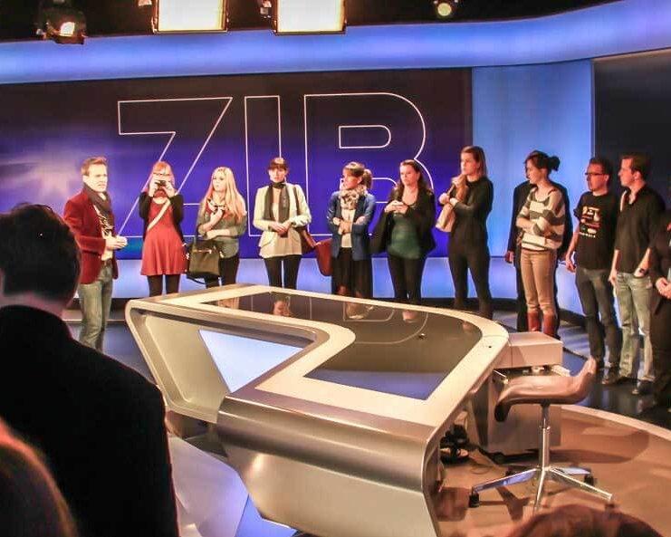 Medienkompetenz-Lehrgang Tarek Leitner ORF Newsroom ZiB-Redaktion Küniglberg Studenten Gruppe