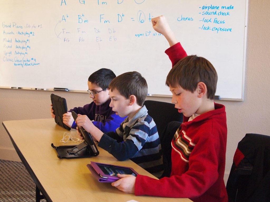 Schüler mit iPads