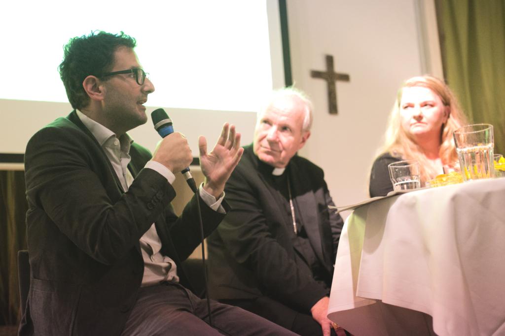 TALK Martin Radjaby Kardinal Christoph Schönborn Ulrike Beimpold Schauspielerin Wien Figlhaus Opening Akademie für Dialog und Evangelisation