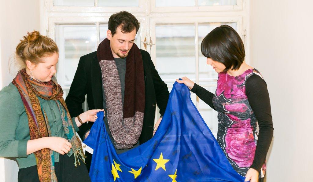 StudentInnen EU-Flagge Nachdenklich Europäische Identität