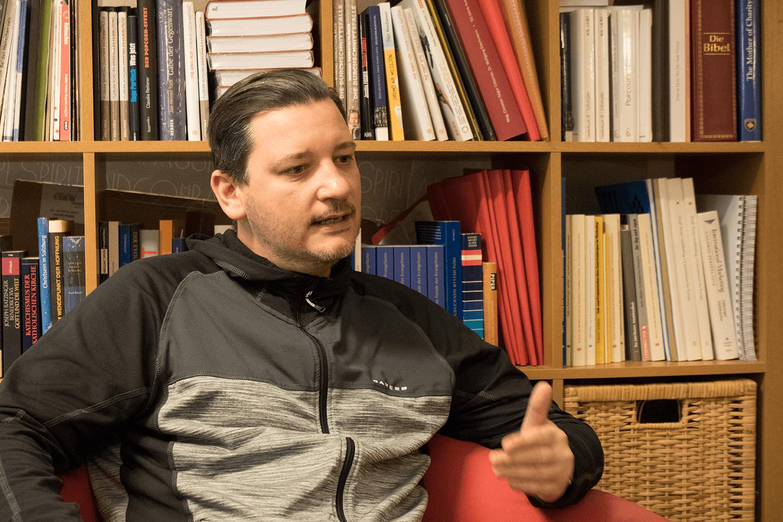 #figlpeople Jürgen Boszoki Bücherregal Interview Ein untypischer Politiker