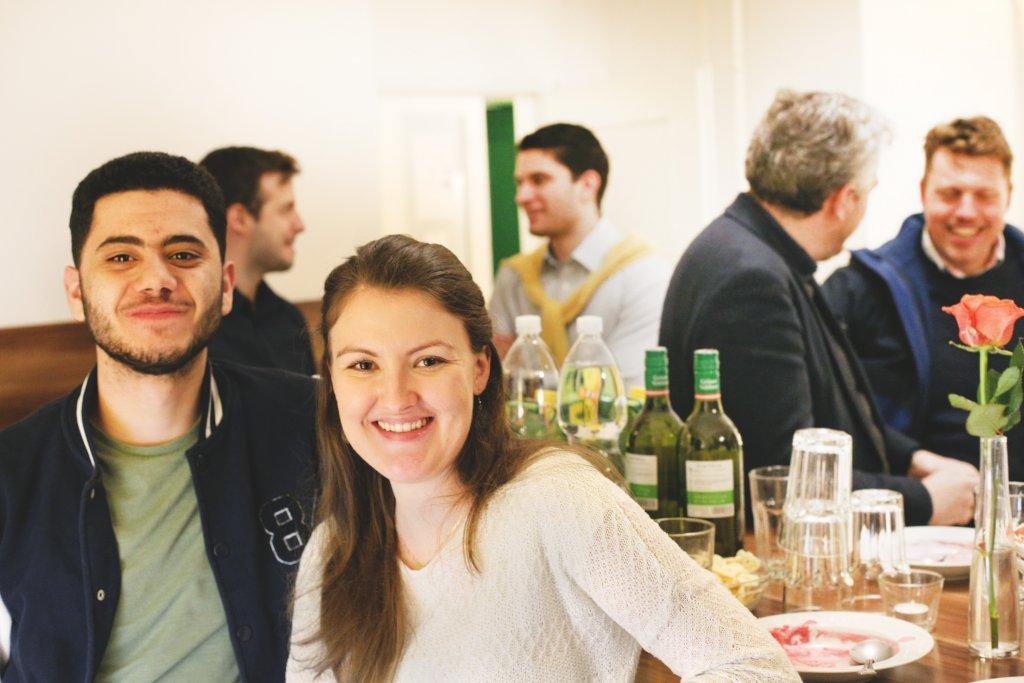 SPIRITWorkout Caféteria Gott Hanna Winter Welcome Drinks Snacks Bier Wein Gettogether Entry Figlhaus Wien Akademie für Dialog und Evangelisation