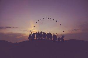 Graduates Students Hats Europe Sunset Mein europäisches Paradoxon