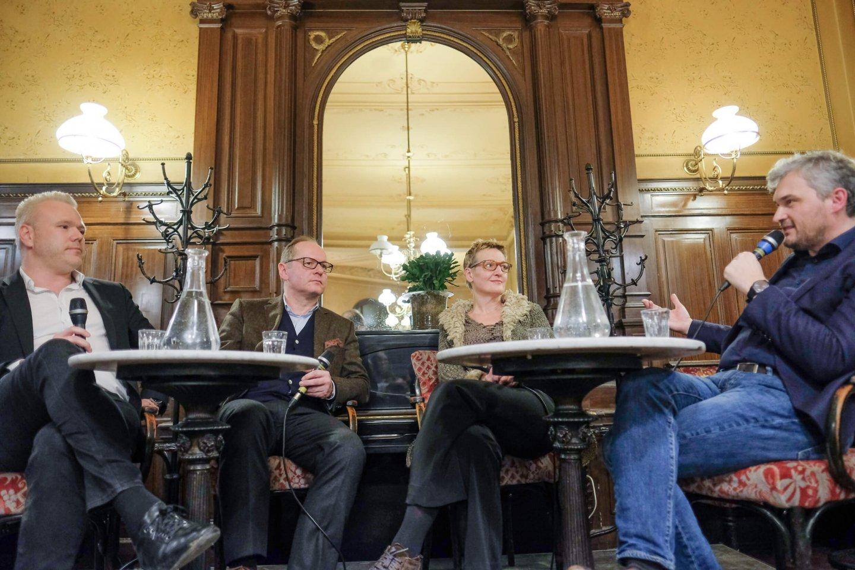 podium gerald groß sibylle hamann michael ausserer talk cafe sperl mission impossible mit welcher botschaft willst du die welt verändern Figlhaus Wien Akademie für Dialog und Evangelisation