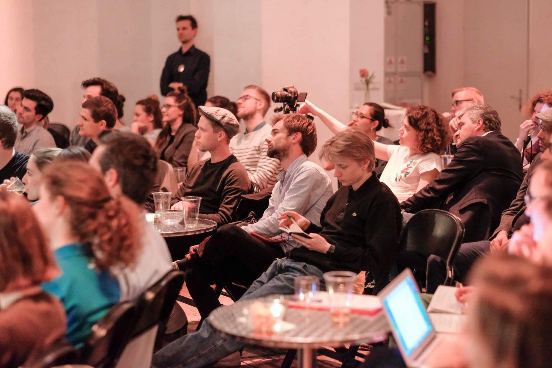 studenten laptop reinhold bilgeri tanja wehsely emmanuel fleckenstein talk wuk figlhaus wien akademie für dialog und evangelisation