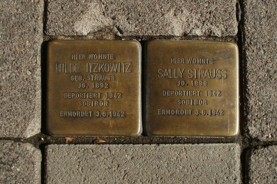 schuldig Erinnerungssteine an deportierte Juden in Saarbrücken