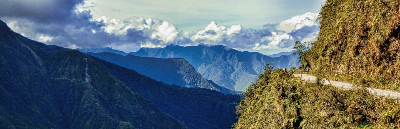 Die berühmt-berüchtige Todesstraße von La Paz in die Yungas, die Kaffeeregion Boliviens.